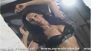 SOFIYA HAYAT HOT PHOTOSHOOT BY LUV ISRANI - YouTube[(004801)20-09-54]