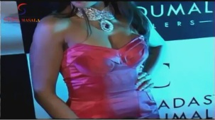 VOW !! Hot & Sexy Mugdha Godse Showing Her Deep Cleveage - YouTube[(000502)20-06-58]