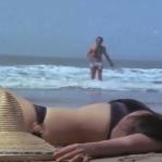 Feroz Khan, Mumtaz, Apradh - Bikini Scene 9_16 - YouTube(3)[20-08-33]