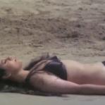 Feroz Khan, Mumtaz, Apradh - Bikini Scene 9_16 - YouTube(3)[20-08-52]