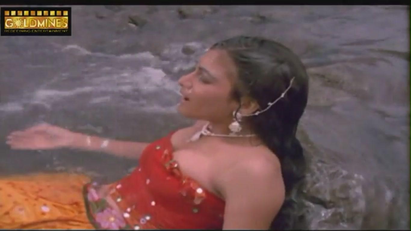 Khushboo  Hot Bath Scene In Open Pool  Tan Badan -2277