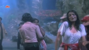 Zeenat Aman, Bandhan Kachchey Dhagon Ka Song - YouTube(4)[20-21-53]