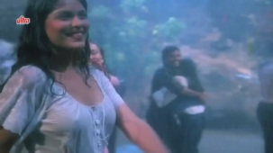 Zeenat Aman, Bandhan Kachchey Dhagon Ka Song - YouTube(4)[20-23-09]