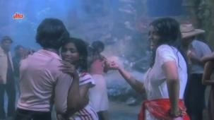 Zeenat Aman, Bandhan Kachchey Dhagon Ka Song - YouTube(4)[20-27-18]