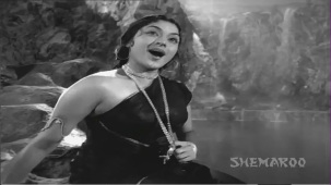 Jis Desh Men Ganga Behti Hai - Par 5 Of 17 - Raj Kapoor - Padmini - Classic Hindi Movies - YouTube(7)[(013681)20-26-05]