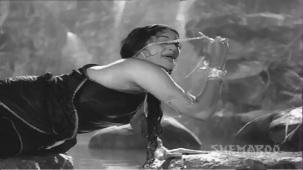 Jis Desh Men Ganga Behti Hai - Par 5 Of 17 - Raj Kapoor - Padmini - Classic Hindi Movies - YouTube(7)[(014273)20-27-07]