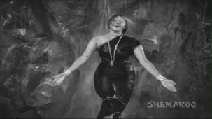 Jis Desh Men Ganga Behti Hai - Par 6 Of 17 - Raj Kapoor - Padmini - Classic Hindi Movies - YouTube[(002030)20-35-46]
