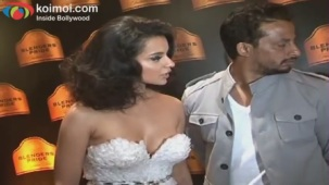 Kangana Ranaut on Ramp - Blenders Pride Fashion Tour 2012 Day 1 - YouTube(4)[20-52-16]