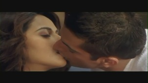 Mallika Sherawat Kissing Scene - Kis Kis Ki Kismat - Sleeping Kiss - YouTube(2)[(000838)20-30-52]