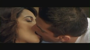 Mallika Sherawat Kissing Scene - Kis Kis Ki Kismat - Sleeping Kiss - YouTube(2)[(000994)20-31-03]