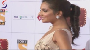Monica Dogra Monster CLEAVAGE Centered at Stardust Awards 2013[20-50-37]