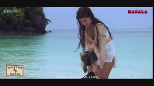 Ameesha Patel gets all wet- Kaho Naa Pyar Hai - YouTube[20-00-35]