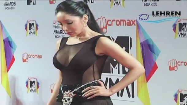 Bizzare_ Sophia Hayat Copies Lady Gaga[20-46-11]