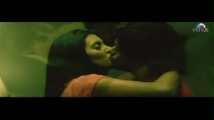 Emraan Hashmi getting intimate with Geeta Basra (The Train)[21-28-22]