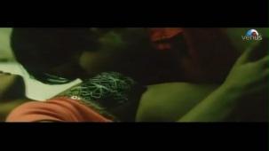 Emraan Hashmi getting intimate with Geeta Basra (The Train)[21-28-52]