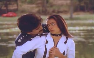 Lip kiss Nagarjuna & Amala[19-37-55]