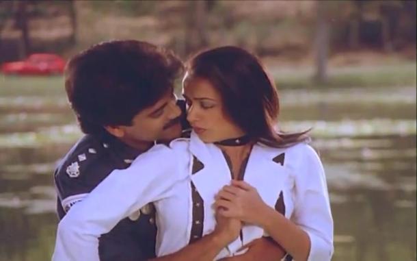 Lip kiss Nagarjuna & Amala[19-38-07]