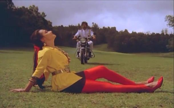 Lip kiss Nagarjuna & Amala[19-38-42]