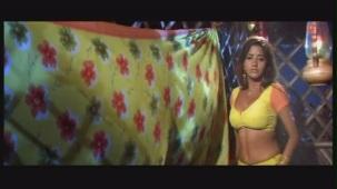 Monalisa Magical Power To Nirahua UNCUT scene from Bhojpuri Movie [Sriman Driver Babu] - YouTube(2)[21-08-12]
