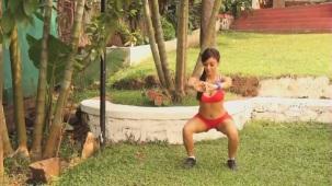 NAUGHTY Vedita Pratap Singh squats on the floor! - Fitness Guru[20-02-33]