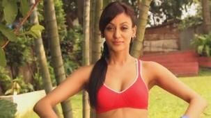 NAUGHTY Vedita Pratap Singh squats on the floor! - Fitness Guru[20-05-42]