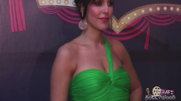 Neha Dhupia Holding Strapless Green Gown[19-14-43]