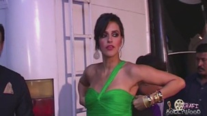 Neha Dhupia Holding Strapless Green Gown[19-16-29]