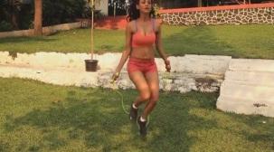 SMOKING Vedita tells us the benefits of Skipping!! - Fitness Guru[20-18-15]