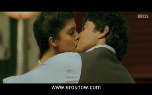 Vivaan & Siya's Lip Lock - Table No.21 - YouTube(4)[19-53-57]