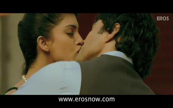 Vivaan & Siya's Lip Lock - Table No.21 - YouTube(4)[19-54-14]