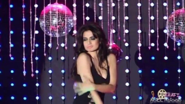 Amisha Patel Seductive Lap Dance - YouTube(3)[(000744)20-41-46]