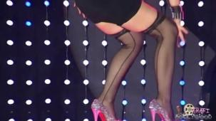Amisha Patel Seductive Lap Dance - YouTube(3)[(001180)20-43-45]