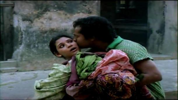 Bariwali - Chiranjeet, Kiron Kher, Rupa Ganguly - Bengali Drama Movie - YouTube(14)[(000244)13-51-01]
