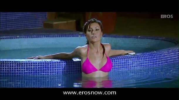 Is Tarah Deewane - Full Song - Insan ft Ajay Devgn & Koena Mitra - YouTube(2)[(002244)19-57-41]