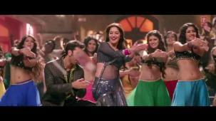 Ghagra Yeh Jawaani Hai Deewani_ Madhuri Dixit, Ranbir Kapoor[19-37-27]