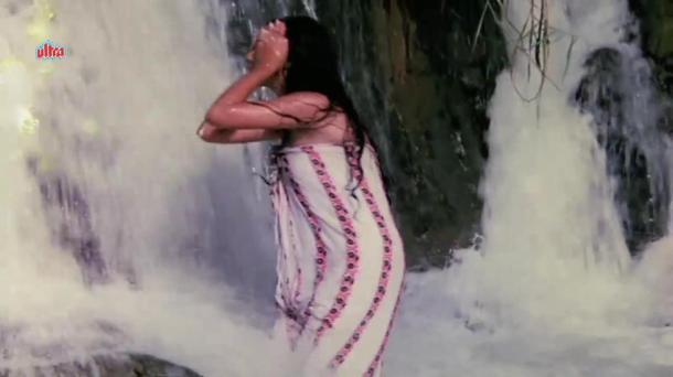 Mandakini Hot Bathing Scene - Jaal[20-49-13]